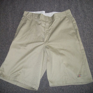 Other - MENS DICKIE'S CARGO KHAKI TAN SHORTS SIZE40